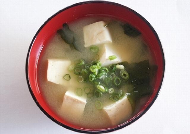 専門家の美レシピ♯2 便秘に効く「超簡単デトックス味噌汁」