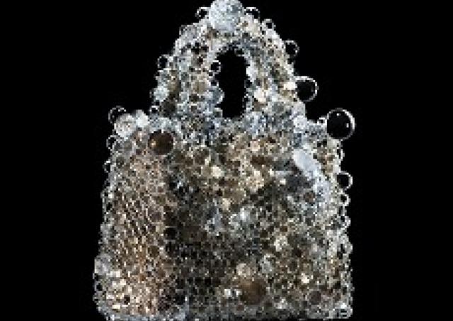 ディオール×現代アート 「作品」になったバッグ70点を展示