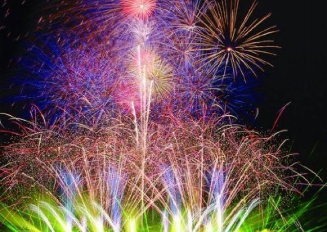 港にあがる花火で夏先取り! グルメも充実の「横浜開港祭」