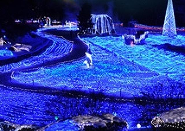 オーロラの下にサンタが舞い降りる 京都最大のXmasイルミ