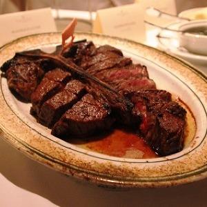 ついに日本上陸 NY発「ウルフギャング・ステーキハウス」 熟成肉のジューシーステーキ実食レポ
