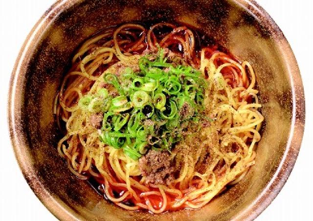 舌がしびれる快感!広島のソウルフード「汁なし担担麺」の行列店、5日間限定OPEN