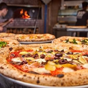 「1日1000枚売れるピザ」LAから上陸 新宿に「800デグリーズ」国内1号店