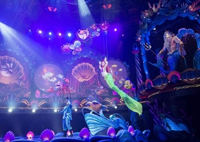 自由自在に泳ぎ回るアリエル 東京ディズニーシーで新ミュージカルショー「キング・トリトンのコンサート」スタート