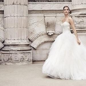 国内最大級の品ぞろえ 花嫁の行列ができる「ウエディングドレスセール」