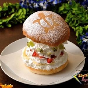 ふわふわホイップとたっぷりフルーツ!テディーズ・ビガーバーガーの巨大「スイーツバーガー」