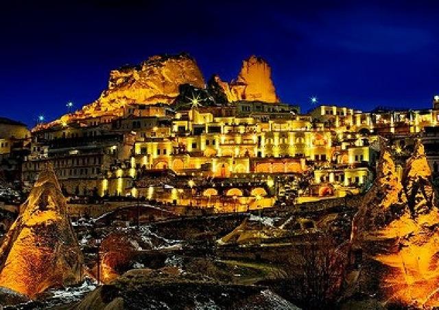 世界の絶景ホテル人気ランキング 1位はトルコの洞窟ホテル、2位はアマルフィの海岸ホテル