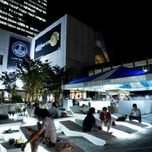 大迫力のスカイツリーを見上げながら乾杯 東京スカイツリータウンに「見上げるビアガーデン」