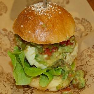 オーガニックにこだわるボリューム満点のNY発のハンバーガー 「Bareburger」に一足先に食らいついてみた