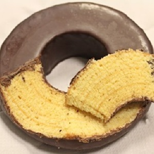 日本のとは全然違う!話題の高級バウムクーヘン「クロイツカム」 日本到着前に食べてみた