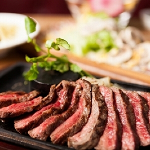 京都産和牛を量り売りでステーキに...!新橋に「肉バルGori'sキッチン」オープン