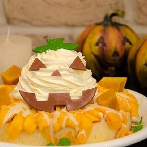 特製かぼちゃクリームたっぷり カフェ アクイーユの「ハロウィンパンケーキ」はボリューム満点
