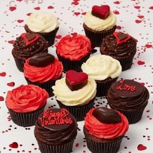 「ローラズ・カップケーキ東京」初のバレンタイン ロンドンの男女が贈りあっているカップケーキお届け