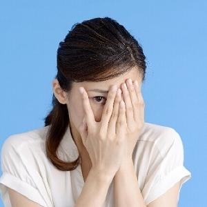 スマホ、PCで顔はシミだらけに! 紫外線よりも怖い「ブルーライト」のお話