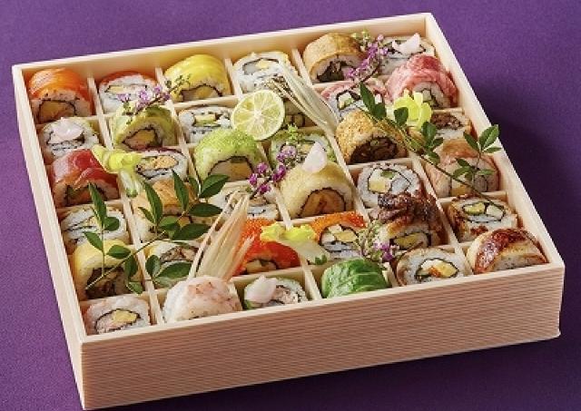 ひと口サイズで超カラフル!かわいいロール寿司12種の折り詰め