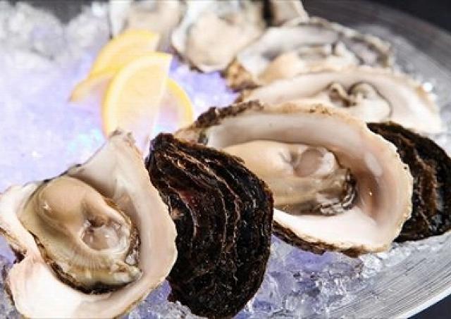 銀座のシーフードレストランで生牡蠣300円! 産地によって異なる味を食べ比べ