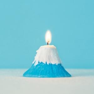 仕掛けいっぱいの「富士山キャンドル」 火を灯すと雪が溶けて現れるのは......!