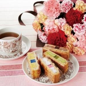 ワッフルケーキに「アーティフィシャルフラワー」付き! エール・エルの母の日セットはとってもオシャレ