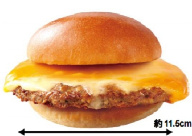 バンズからはみ出すワガママパティ 29日は肉がっつり絶品チーズバーガー