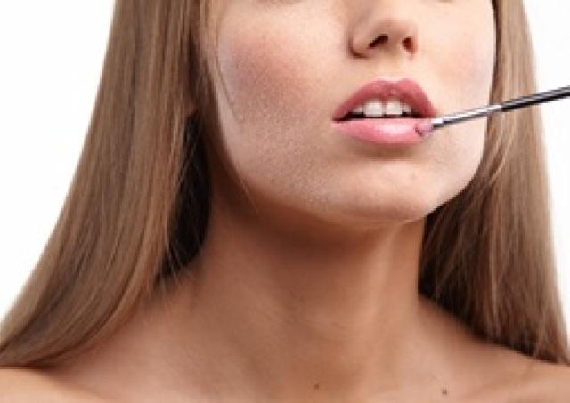 唇の縦ジワ・くすみを消して口紅映えのする「美しい唇」を手に入れる方法