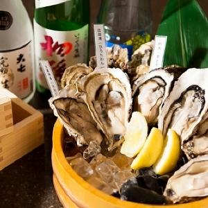 生ガキと一緒に 90種の日本酒3000円で時間無制限飲み放題