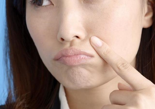 老け顔の悩み「ほうれい線」はこうやって消せる