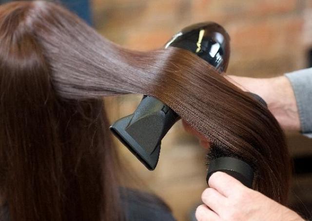 紫外線で傷んだパサパサ髪を救ってくれた「アルガンオイル」の効果
