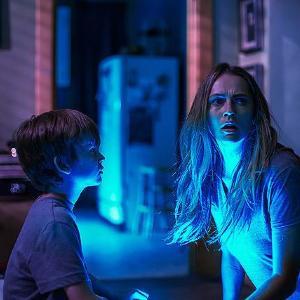 映画「ライト/オフ」/日本ホラーに近い「怪物ダイアナ」 怪物に魅入られた家族の恐怖