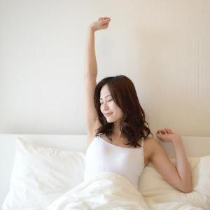 【女子あるある】朝起きたら、布団が血まみれ......生理中の経血モレ7割が経験あり