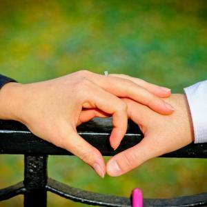 結婚記念日は外食デートを! 既婚者83%が支持