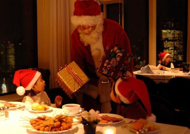 公認サンタに会える! ホテルニューオータニで忘れられないXmasブッフェを