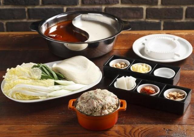 餃鍋パーしよう! 餃子を自分で包んでつくる「立吉餃子火鍋」が楽しそう
