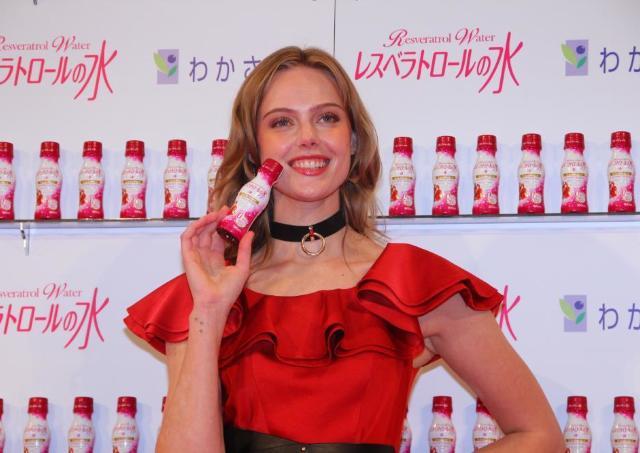 スーパーモデルのフリーダが美のヒミツを公開 「サンタベリー」ってなんだ?