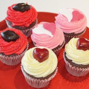 「ローラズ・カップケーキ東京」のバレンタイン 艶やかカップケーキに胸キュン!