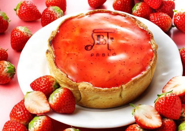 パブロから真っ赤なソースがかわいい春色タルト 「焼きたてつぶつぶいちごチーズタルト」