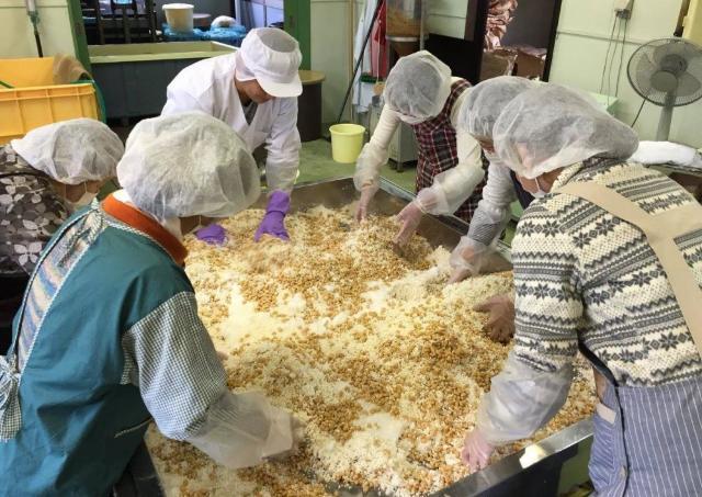 「おらいの味」の味噌を作ろう!ワークショップ開催