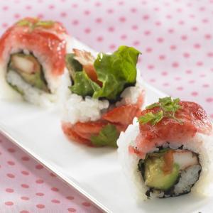 寿司ネタはイチゴ!? 衝撃の組み合わせが「小田急新宿」に登場