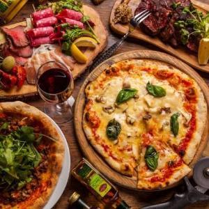 手作りのこだわりピザが全品500円! 新宿にピザ&ワインのお店