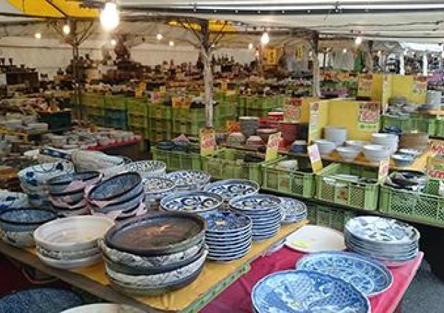 日本の食文化を支える和食器50万点の即売会
