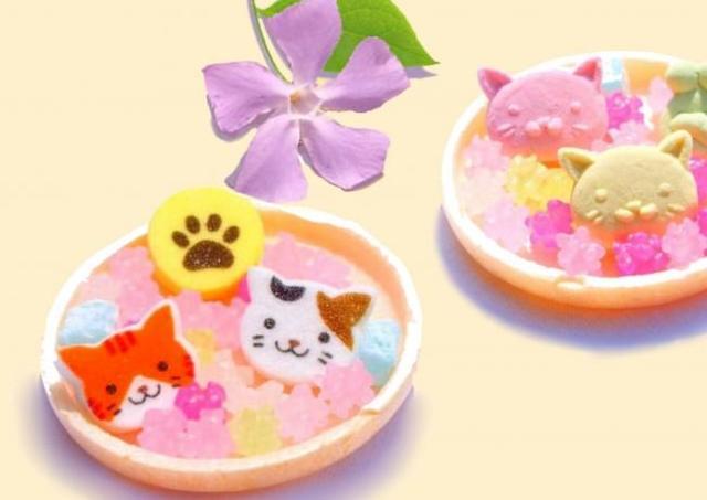 もなかの中からにゃんこがチラリ 猫の日に「ねこもにゃか」