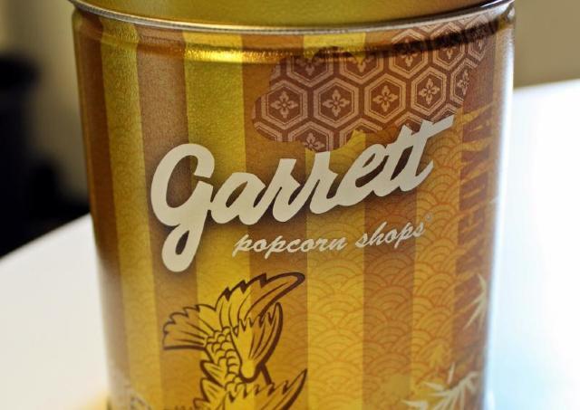 ギラギラ輝くしゃちほこの「名古屋缶」入手 中身はまさかの......