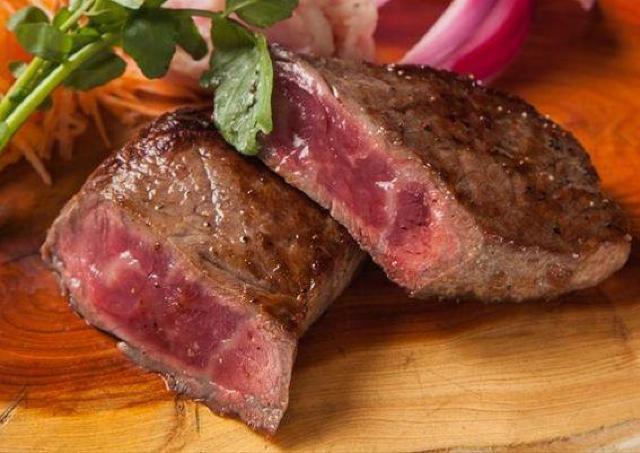 これはお得! 「美食米門 六本木 Wine&Grill」で看板の肉メニュー6種が半額に