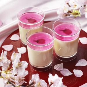 キレイな桜色に見とれちゃう... パブロから春だけの「とろけるチーズプリン桜」