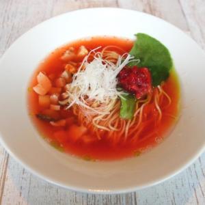 真っ赤なスープがインパクト大 女子に嬉しい「アセロララーメン」食べてみた