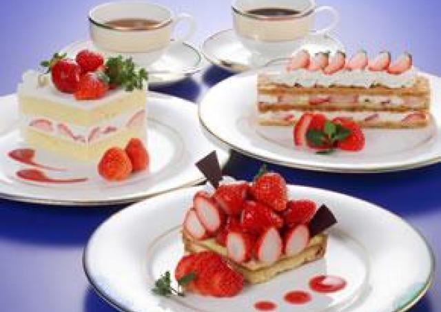 ビッグサイズのケーキセットもイチゴのデザートバイキングも!