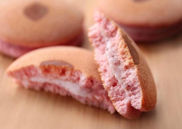完熟いちご菓子研究所から、ふわっふわの「完熟いちごパンケーキ」お届け!