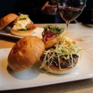 ロス発、旨みにこだわる「UMAMI BURGER」 日本初上陸の味を食べてきた!