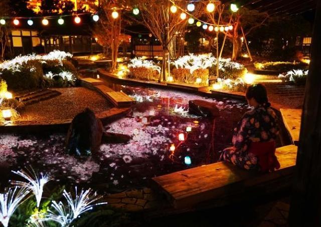 桜舞う足湯でほっこり 大江戸温泉で本物とデジタルの桜共演!