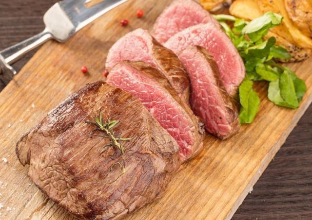 「馬肉1ポンドステーキ」3980円が1000円に! 馬肉バルで超得企画