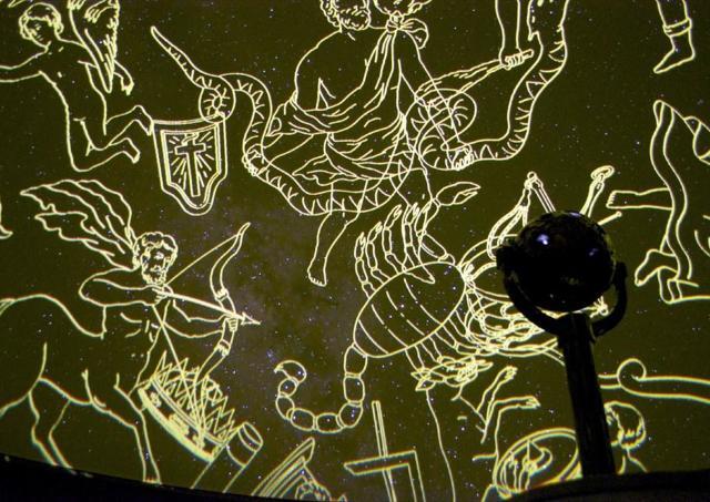 満天の星空の中でお気に入りの音楽を プラネタリウムのユニーク企画